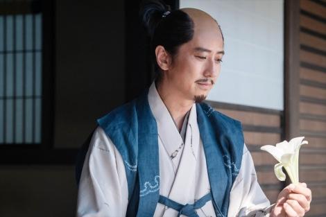 大河ドラマ『麒麟がくる』第38回より。坂本城で非業の死を遂げた三淵藤英(谷原章介)(C)NHK