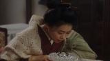 あるものを見つけた千代(杉咲花)=連続テレビ小説『おちょやん』第5週・第21回より (C)NHK
