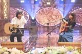 番組MCのしずちゃんは矢井田瞳とギター弾き語りコラボ(C)テレビ東京