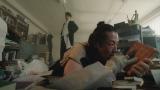 特集ドラマ『岸辺露伴は動かない』第2話「くしゃがら」より。岸辺露伴(高橋一生)の同僚の漫画家・志士十五役で森山未來が登場 (C)NHK