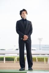 東京大賞典が行われた大井競馬場に登場した中村倫也