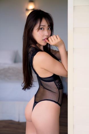 白間美瑠1st写真集『LOVE RUSH』(C)集英社/週刊プレイボーイ/撮影・中村和孝