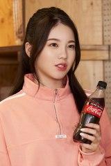 AYAKA=NiziU出演「コカ・コーラ」新CM『この瞬間が、私。』篇メイキングより