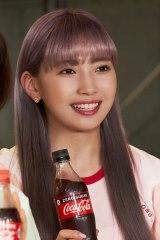 MAYUKA=NiziU出演「コカ・コーラ」新CM『この瞬間が、私。』篇メイキングより