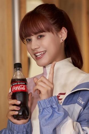 NINA=NiziU出演「コカ・コーラ」新CM『この瞬間が、私。』篇メイキングより