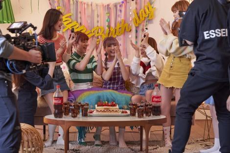 NiziU出演「コカ・コーラ」新CM『この瞬間が、私。』篇メイキングより