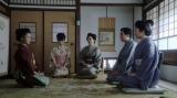 芝居茶屋「岡安」の家族が勢ぞろいしたシーン(C)NHK