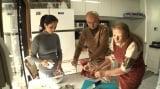 レバノンの正月料理「ワラアイナブ」とはどんな料理なのか?=1月4日放送、『YOUは何しに日本へ? 新年1発目はYOUに石原さとみがやってきたSP』(C)テレビ東京