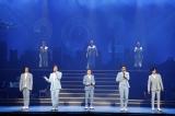 明治座2021年1月『NEW YEAR'S Dream』舞台写真(前列左から)渡辺大輔、吉野圭吾、玉野和紀、大野拓朗、新納慎也(後列左から)平野綾、北翔海莉、咲妃みゆ
