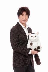ドラマParavi『おじさんと猫』(1月6日深夜スタート)主演の草刈正雄とふくまる (C)「おじさまと猫」製作委員会