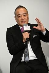 映画『名も無き世界のエンドロール』完成披露舞台挨拶に登壇した佐藤祐市監督