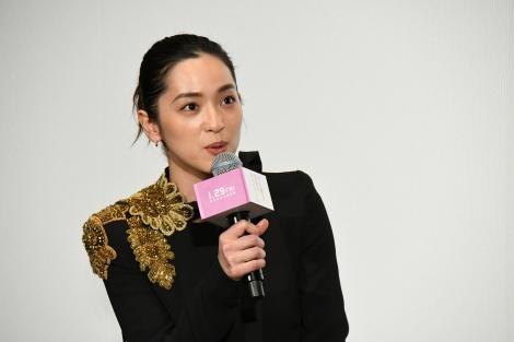 映画『名も無き世界のエンドロール』完成披露舞台挨拶に登壇した中村アン