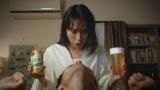 沢村一気に甘い誘惑をかける戸田恵梨香。「仕事終わりに飲みたーーい」篇より