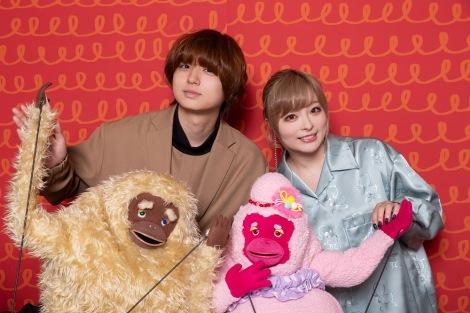 Eテレの子ども番組『u&i』サルの妖精・シッチャカの声を担当する伊野尾慧、メッチャカの声を担当するきゃりーぱみゅぱみゅ (C)NHK
