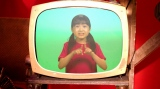 「NHK for School」ホームページでは、アイ(新津ちせ)による特別動画「きこえない子と仲よくなるための手話」を初回放送後に公開予定=Eテレの子ども番組『u&i』#13「「きこえないってかわいそう?」2月3日・10日放送(C)NHK