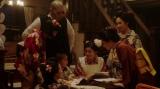 左から、京子(めがね)、純子(朝見心)、平田六郎(満腹満)、進太郎(又野暁仁)、宇野真理(吉川愛)、竹井千代(杉咲花)、若崎洋子(阿部純子)。 カフェーキネマ・店内にて。ある芝居を見たいと言う進太郎=連続テレビ小説『おちょやん』第6週・第26 回より (C)NHK