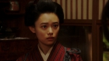 千鳥と話しをする竹井千代(杉咲花)(C)NHK