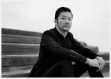 ナレーションを担当する浅野忠信=常田大希に長期密着したドキュメンタリー番組『常田大希 破壊と構築』1月8日、NHK総合で放送 (C)NHK