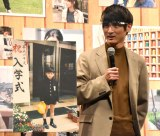 キュートな短パン姿の入学式写真を披露した高良健吾=映画『おもいで写眞』の完成報告会見 (C)ORICON NewS inc.