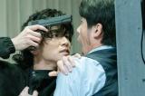 岩田剛典、殺気を帯びた表情
