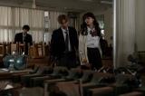 マサヤ(金田昇)ら男子生徒に技術室に連れこまれた逢沢いち子(茅島みずき)=総合・よるドラ『ここは今から倫理です。』第1話(1月16日放送) (C)NHK