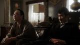 千代の面接をする片金(六角精児)とジョージ本田(川島潤哉)=連続テレビ小説『おちょやん』第6週・第30回より (C)NHK