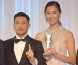 『K-1 AWARDS(アウォーズ)2018』の表彰式に出席した(左から)卜部弘嵩選手、高橋ユウ (C)ORICON NewS inc.