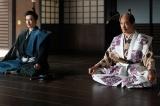 光秀(長谷川博己)、秀吉(佐々木蔵之介)=大河ドラマ『麒麟がくる』第42回(1月24日放送)(C)NHK