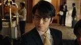 コメントを迫る番記者を演じる及川光博