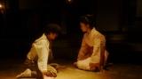 撮影現場で千代(杉咲花)と話をする小暮(若葉竜也)=連続テレビ小説『おちょやん』第8週・第40回より (C)NHK