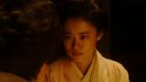 撮影現場で小暮(若葉竜也)と話をする千代(杉咲花)=連続テレビ小説『おちょやん』第8週・第40回より (C)NHK