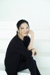 広瀬香美は「ゲレンデがとけるほど恋したい」を歌唱