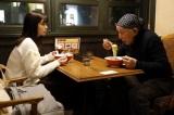 同居を始めた祖父・須田観(橋爪功)にずっと気になっていることを相談する萌子美(小芝風花)(C)テレビ朝日