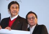 映画『痛くない死に方』完成披露舞台挨拶に出席した(左から)奥田瑛二、高橋伴明監督 (C)ORICON NewS inc.