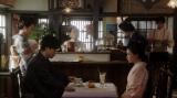 一平(成田凌)と話しをする千代(杉咲花)=連続テレビ小説『おちょやん』第9週・第44回より (C)NHK