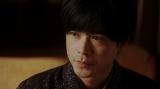 漆原にあることを言う天海一平(成田凌)=連続テレビ小説『おちょやん』第9週・第44回より (C)NHK