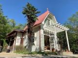 既存の「サツキとメイの家」は、映画『となりのトトロ』の昭和の田園景観をイメージした「どんどこ森」エリアとして再整備 (C)Studio Ghibli by Kanyada