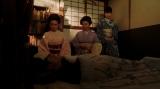 左から、竹井千代(杉咲花)、天海一平(成田凌)、岡田シズ(篠原涼子)、岡田みつえ(東野絢香)。 一平の部屋にて。一平の看病をする千代たち=連続テレビ小説『おちょやん』第9週・第45回より (C)NHK