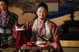 大河ドラマ『麒麟がくる』第43回(1月31日放送)より。安土城で信長からもてなしを受ける家康(風間俊介) (C)NHK