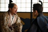信長(染谷将太)は、光秀(長谷川博己)にある命令を突きつける=大河ドラマ『麒麟がくる』第44回(2月7日放送)より (C)NHK