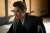 理不尽な仕打ちで追い詰められた光秀(長谷川博己)=大河ドラマ『麒麟がくる』第44回より(C)NHK
