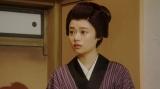 舞台に立つ竹井千代(杉咲花)=連続テレビ小説『おちょやん』第10週・第47回より (C)NHK