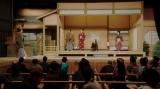 舞台に立つ一同=連続テレビ小説『おちょやん』第10週・第47回より (C)NHK
