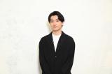 新番組『ムビきゅん』のMCを務める金子大地(C)TBS