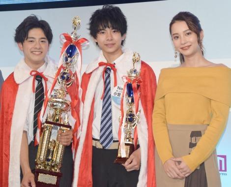 (左から)グランプリ・新原泰佑さん、準グランプリ・小宮璃央さん、スペシャルゲストのNiki (C)ORICON NewS inc.