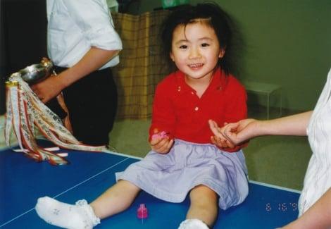 1994年5歳全日本選手権バンビの部初優勝(C)福原愛オフィシャルサイトより
