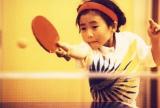 1996年7歳得意のバックハンド練習中(C)福原愛オフィシャルサイトより