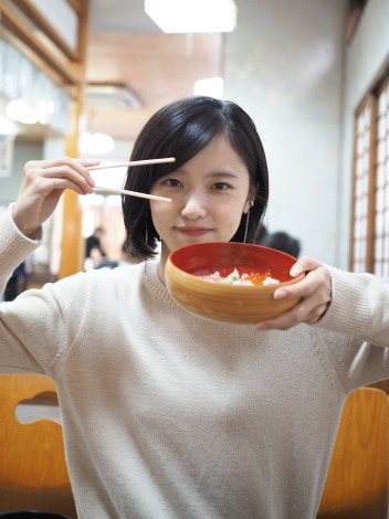 『CMNOW WEB』で企画「女優同士のガチ友写真たび」をスタートさせた加藤小夏