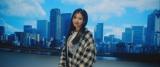大阪の街並みを背に…コブクロの「卒業」新MVに出演するTWICEのSANA