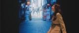 韓国の街並みも…コブクロの「卒業」新MVに出演するTWICEのSANA